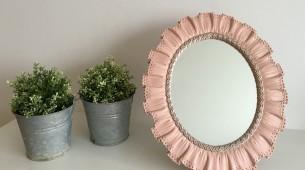 vintage spiegel in het baby roze