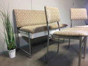 bank met 2 stoelen