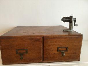 vintage houten archiefkast
