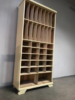 retro houten vakkenkast