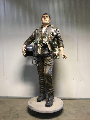 vintage XXL beeld van een piloot